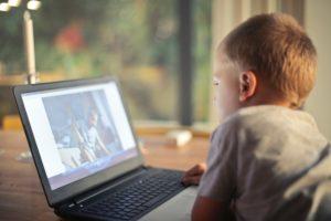 Bambini e internet: quali pericoli ci sono davvero?